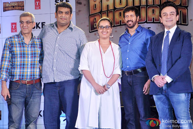 Kabir Khan and Adnan Sami during the Bajrangi Bhaijaan's 'Bhar Do Jholi Mein' song launch
