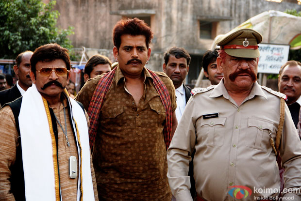 Annu Kapoor, Ravi Kishan and Om Puri in a still from movie 'Miss Tanakpur Haazir Ho'