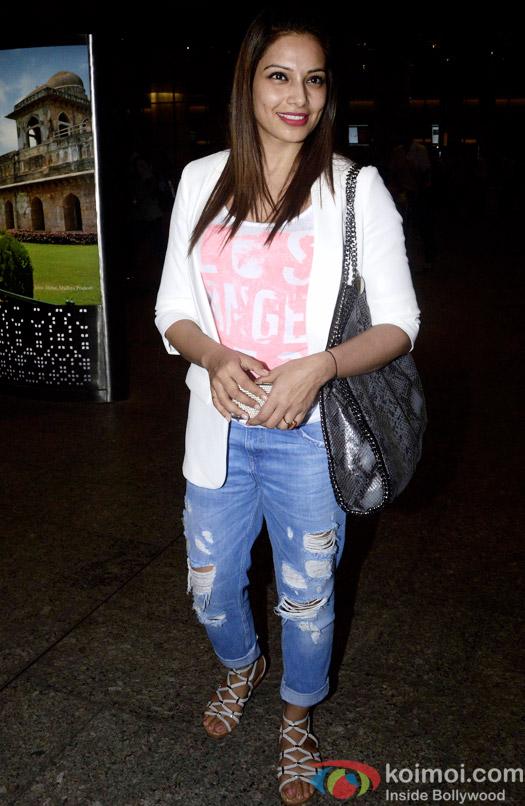 Snapped At Airport : Bipasha Basu