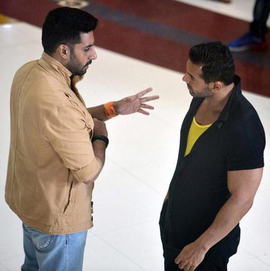 On The Sets : Abhishek Bachan and John Abraham Shoot For Hera Pheri 3
