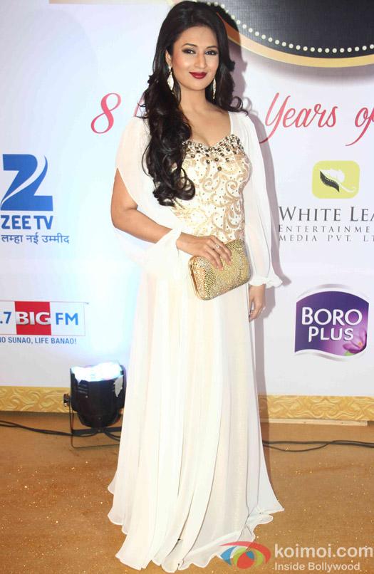 Divyanka Tripathi At Zee Gold Awards 2015 Red Carpet