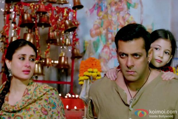 Kareena Kapoor Khan and Salman Khan in a still from movie 'Bajrangi Bhaijaan'