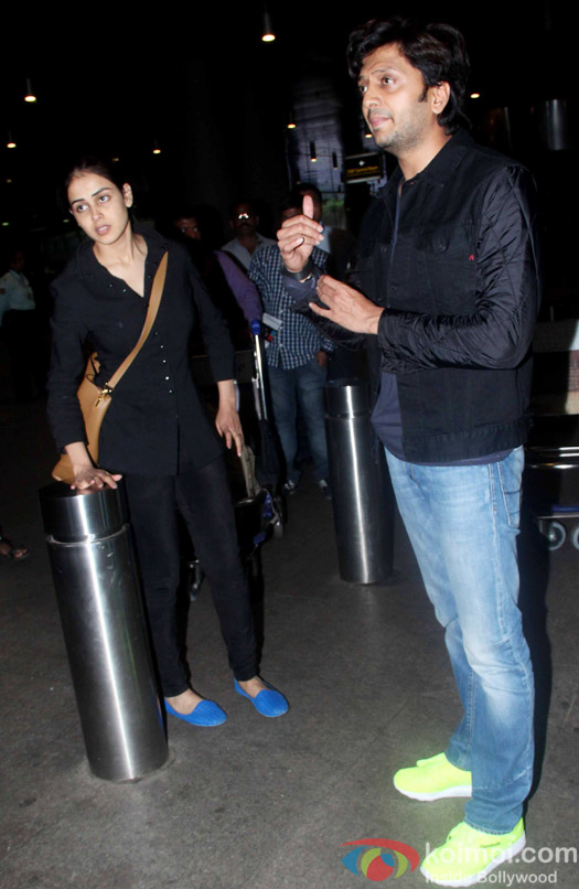 Snapped At International Airport: Riteish Dehmukh with wife Genelia Dsouza