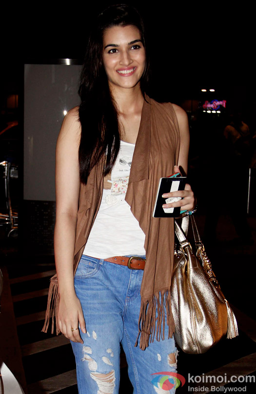 Snapped: Kriti Sanon at international airport leaving for DILWALE shoot