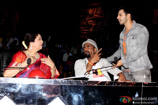 Kirron Kher, Remo D'Souza and Varun Dhawan during the promotion of 'ABCD 2' on the sets of India's Got Talent