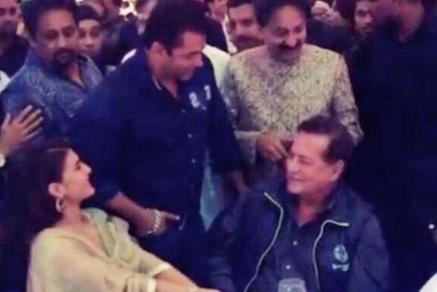 Jacqueline Fernandez, Salman Khan and Salim Khan at Baba Siddique's Iftar Party 2015