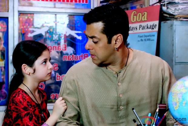 Harshaali Malhotra and Salman Khan in a still from movie 'Bajrangi Bhaijaan'