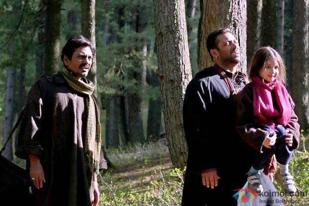 Nawazuddin Siddiqui, Salman Khan and Harshaali Malhotra in a still from movie 'Bajrangi Bhaijaan'