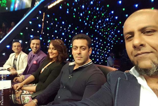 Adnan Sami, Salim Merchant, Sonkashi Sinha, Salman Khan and Vishal Dadlani during the Promotion Bajrangi Bhaijaan on the sets of Indian Idol Junior