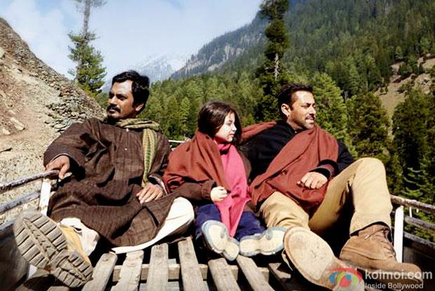 Nawazuddin Siddiqui, Harshaali Malhotra and Salman Khan in a still from movie 'Bajrangi Bhaijaan'