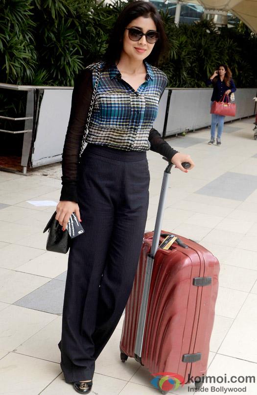 Shriya Saran spotted at the airport