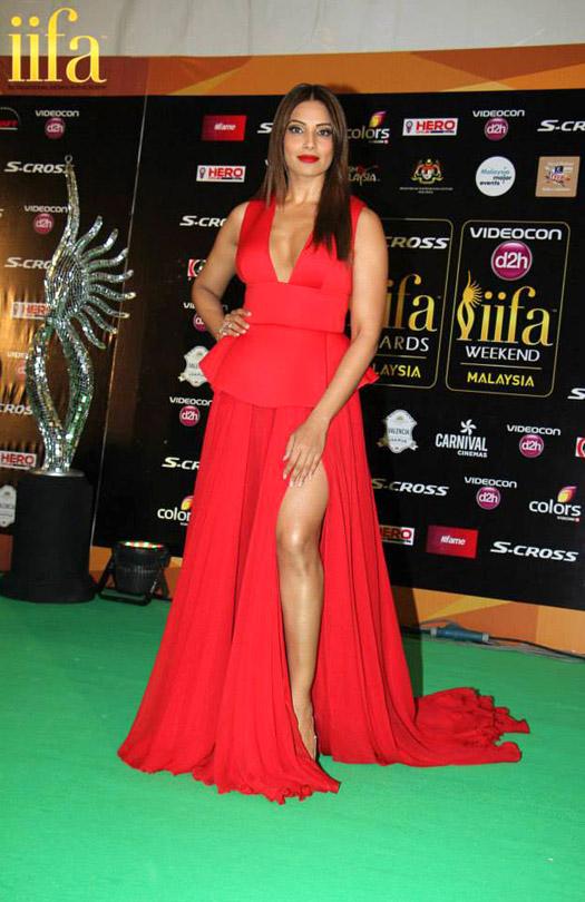Bipasha Basu at IIFA 2015 Green Carpet