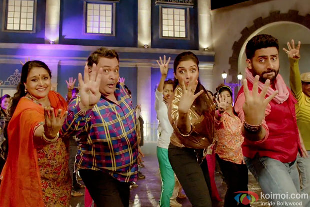 Supriya Pathak, Rishi Kapoor,  Asin and Abhishek Bachchan in a still from movie 'All Is Well'