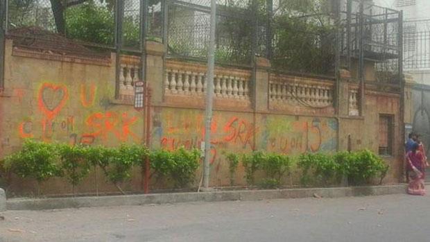 Grafitti Painted Outside SRK's 'Mannat' Residence A Part Of 'Fan'?