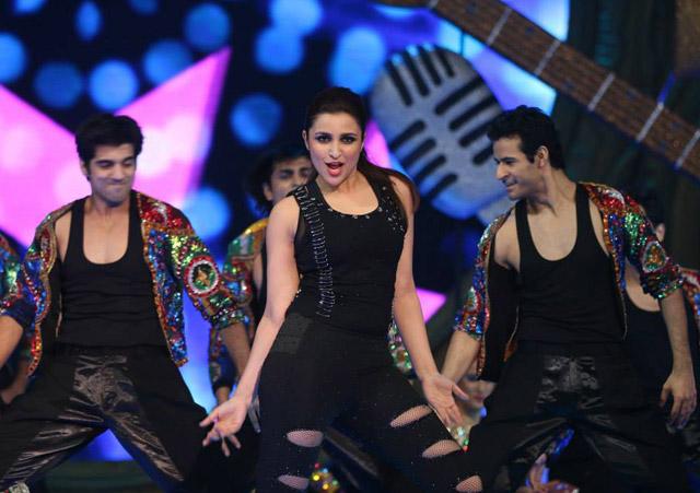 Parineeti Chopra performs at 'IIFA Awards 2015'
