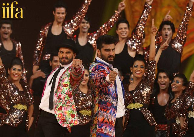 Ranveer Singh and Arjun Kapoor performs at 'IIFA Awards 2015'