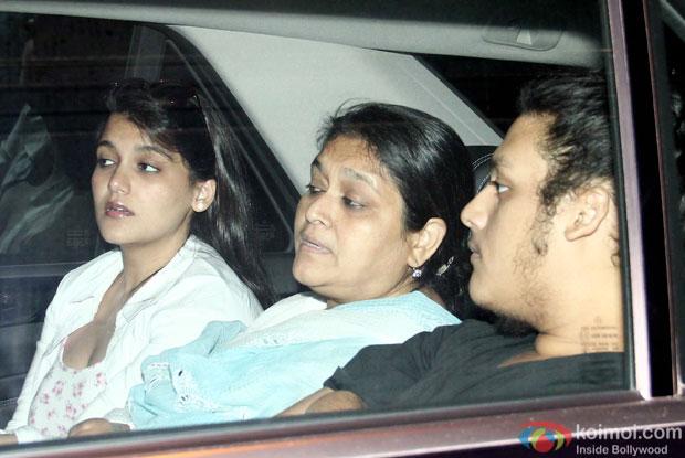 Supriya Pathak snapped during returned to Home In Mumbai