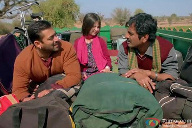 Salman Khan, Harshaali Malhotra and Nawazuddin Siddiqui in a still from movie 'Bajrangi Bhaijaan'