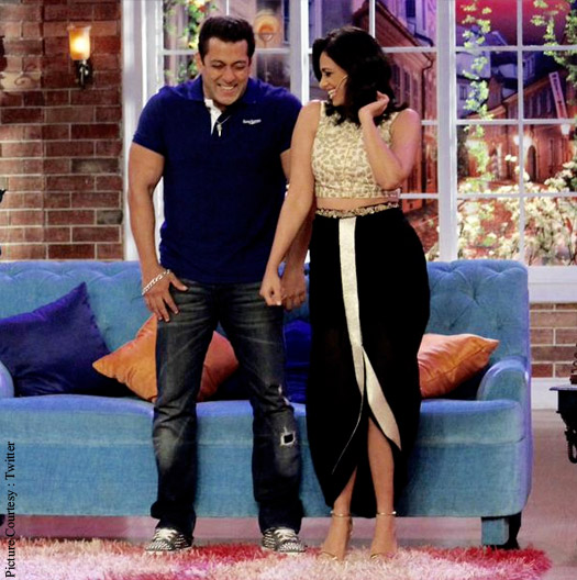 Salman Khan with Roshni Chopra promote Bajrangi Bhaijaan at Comedy Nights with Kapil