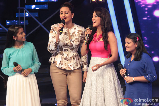 Sonakshi Sinha and Neeti Mohan on the Sets of Indian Idol Junior