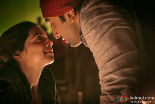 Deepika Padukone and Ranbir Kapoor in Tamasha Movie Stills Pic 4