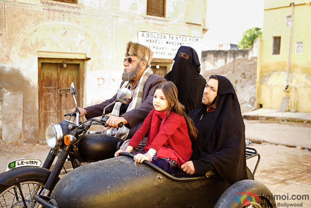 Harshaali Malhotra, Nawazuddin Siddiqui and Salman Khan in a still from movie 'Bajrangi Bhaijaan'