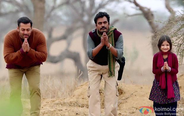 Salman Khan, Nawazuddin Siddiqui and Harshaali Malhotra in a still from movie 'Bajrangi Bhaijaan'