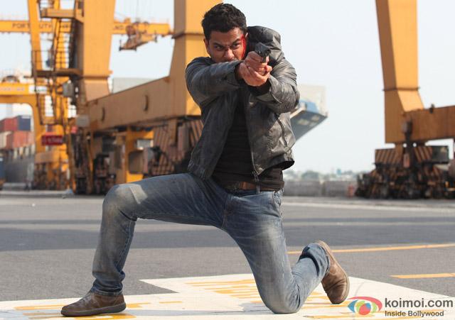 Kunal Khemu in a still from movie 'Bhaag Johnny'