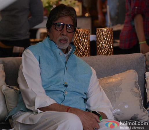 Amitabh Bachchan on the sets of movie 'Ki And Ka'