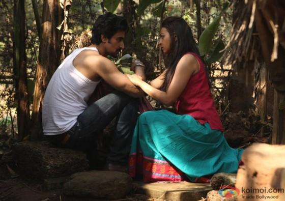 Kunal Kapoor and Radhika Apte in 'Kaun Kitney Paani Mein' Movie Stills Pic 4