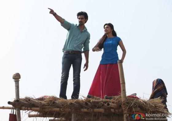 Kunal Kapoor and Radhika Apte in 'Kaun Kitney Paani Mein' Movie Stills Pic 5