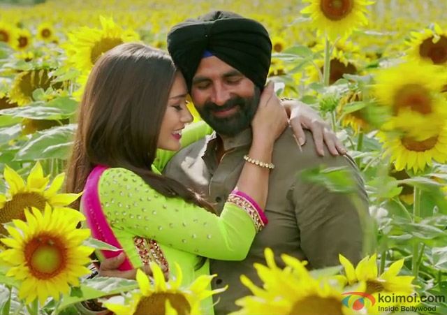 Amy Jackson and Akshay Kumar in a still from movie 'Singh Is Bliing'
