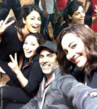 Chitrangada Singh, Madhuri Dixit, Akshay Kumar and Sonakshi Sinha rehearsal for the concert