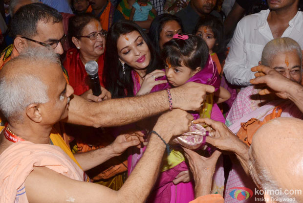 Aishwarya Rai Bachchan And Aaradhya Bachchan visit Ganpati mandal at kings circle