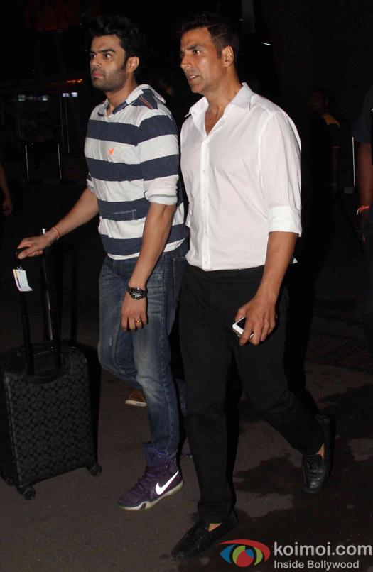 Akshay Kumar and Manish Paul Spotted at airport