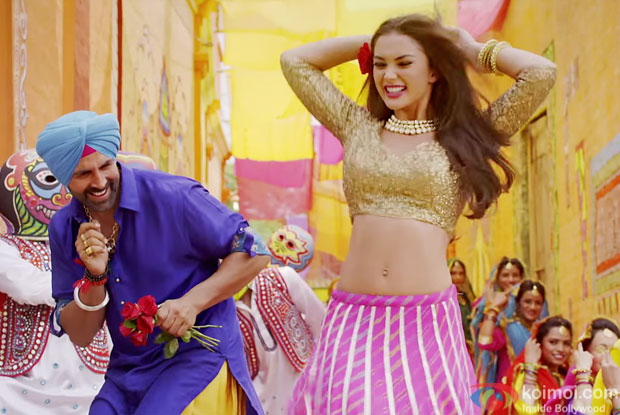 Akshay Kumar and Amy Jackson in a 'Cinema Dekhe Mamma' song still from movie 'Singh is Bliing'