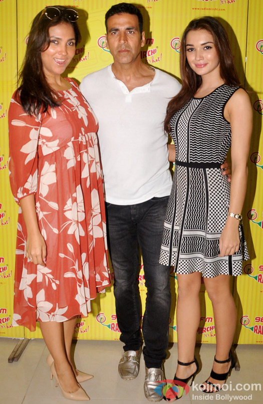 Lara Dutta, Akshay Kumar and Amy Jackson Promoting Singh is Bling At Radio Mirchi