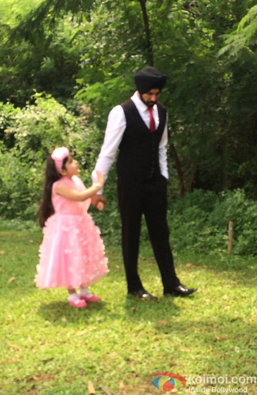 Ayesha and Akshay Kumar on the sets of Jamai Raja to promote movie Singh Is Bliing