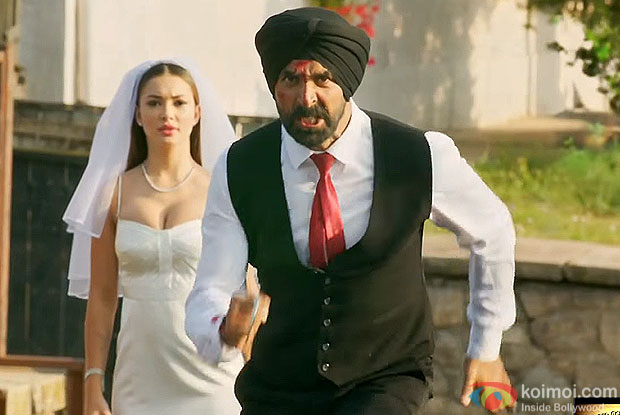 Amy Jackson and Akshay Kumar in a still from movie singh is bliing
