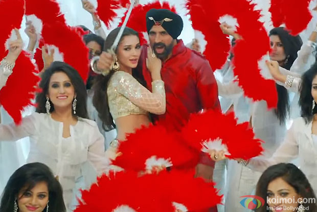 Akshay Kumar & Amy Jackson in the still from the film 'Singh Is Bliing'