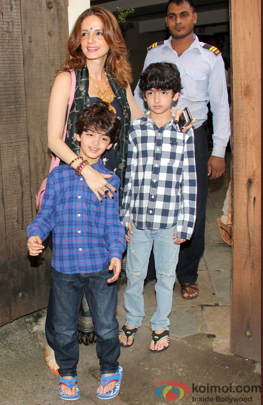 Sussanne Khan, Hrehaan Roshan and hridhaan roshan during the sonali bendre's ganpati visarjan