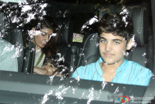 Twinkle Khanna, Nitara Kumar and Aarav Kumar during the Sonali Bendre's Ganpati Visarjan