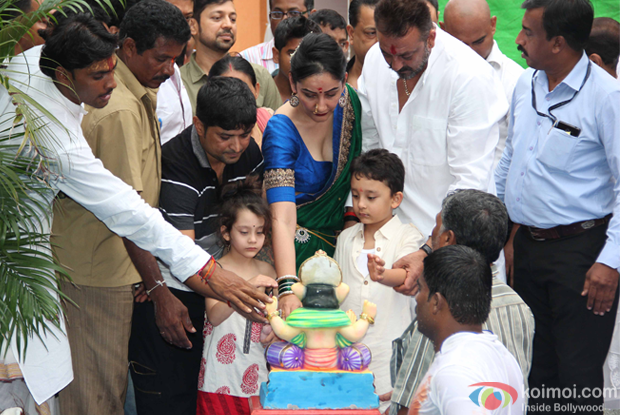 Manyata Dutt, Sanjay Dutt, Shahraan Dutt And Iqra Dutt during the ganpati visarjan