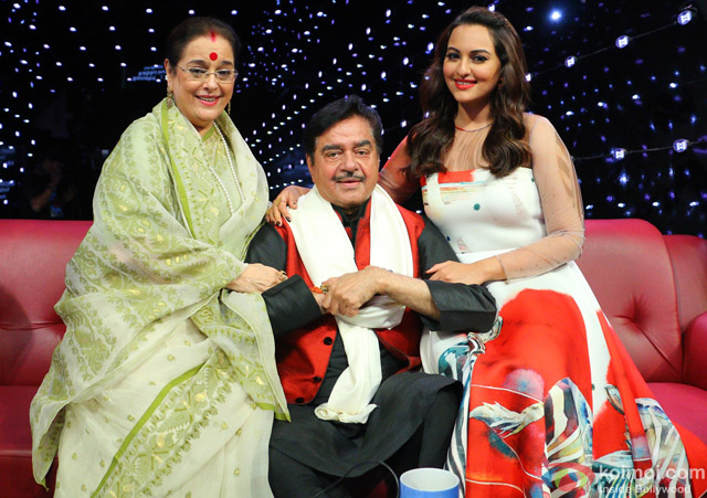 Poonam Sinha, Shatrughan Sinha and Sonakshi Sinha during the Indian Idol Junior Grand Finale