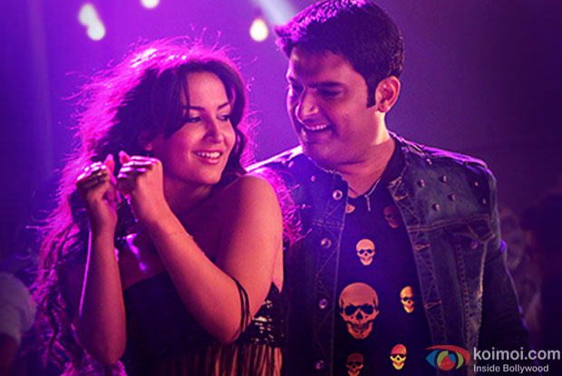 Elli Avram and Kapil Sharma in a still from movie 'Kis Kisko Pyaar Karoon'