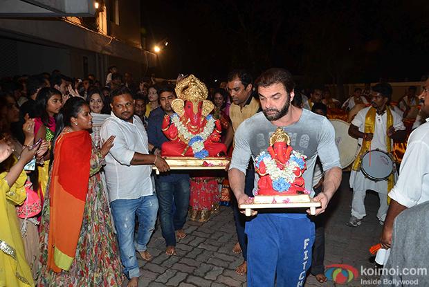 Arpita Khan And Sohil Khan during the ganpati visarjan