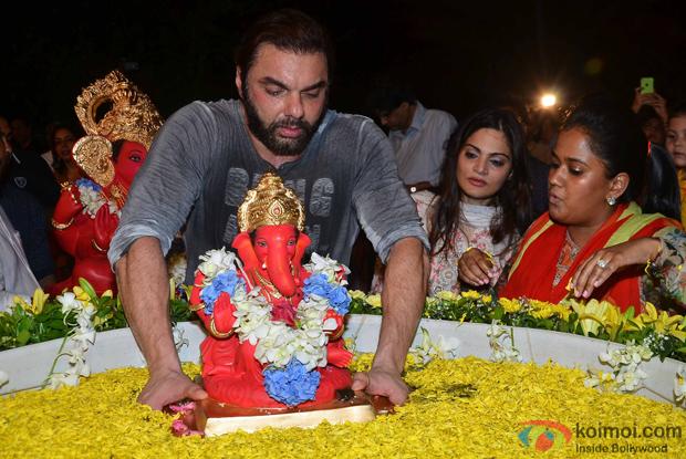 Arpita Khan, Sohil Khan and Alvira Khan during the ganpati visarjan