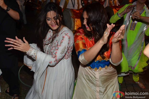Alvira Khan and Huma Qureshi the Salman Khan's ganpati visarjan