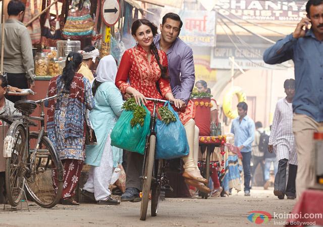 Kareena Kapoor and Salman Khan in a still from movie 'Bajrangi Bhaijaan'