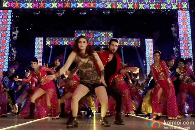 Alia Bhatt and Shahid Kapoor in a 'Shaam Shaandaar' song still from movie 'Shaandaar'